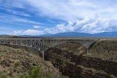 Rio Grande Gorge Bridge perto de Taos, New mexico, EUA imagem de stock royalty free