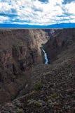 Rio Grande Gorge según lo visto de su puente en New México septentrional fotos de archivo