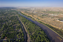 Rio Grande i Albuquerque som är ny - Mexiko arkivbilder