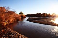 Rio Grande River i den guld- timmen royaltyfria foton