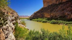 Rio Grande River y Santa Elena Canyon en el par grande del nacional de la curva imagen de archivo libre de regalías