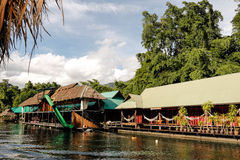Rio Kwai Kanchanaburi do curso de Tailândia imagens de stock