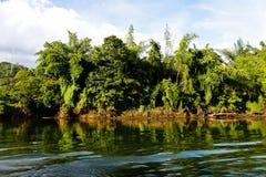 Rio Kwai Kanchanaburi do curso de Tailândia imagens de stock royalty free