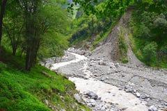 Rio Lakshman Ganga no passeio na montanha a Ghangaria, Uttarakhand, Índia Imagem de Stock