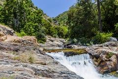 Rio médio de Kaweah da forquilha, parque nacional de sequoia, Califórnia foto de stock royalty free
