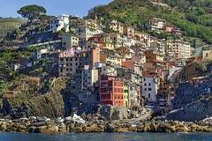 "Rio Maggiore, Italië †""18 Juli, 2017: Schilderachtige mening van overzees op Rio Maggiore in het Cinque Terre-gebied Stock Foto's"