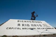 Rio Mayo Welcome Statue - la Argentina Imágenes de archivo libres de regalías