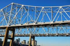 Rio Mississípi de aço da cruz da ponte Fotos de Stock Royalty Free