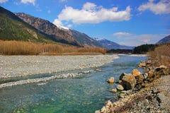 Rio nas montanhas Imagens de Stock Royalty Free
