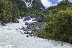 Rio no Patagonia, o Chile de Exploradores imagem de stock