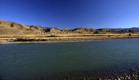 Rio no platô do Qinghai-Tibetano Fotos de Stock