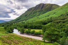 Rio no vale de Glen Nevis, Escócia Fotos de Stock Royalty Free
