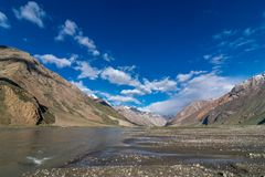 Rio no vale de Suru, Zanskar - Leh Ladakh, Jammu e Caxemira, Índia fotografia de stock