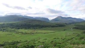 Rio no vale do parque nacional de Killarney em ireland 82 vídeos de arquivo