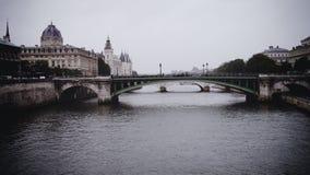 Rio nublado de Paris Imagens de Stock Royalty Free
