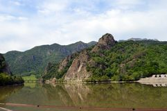 Rio Olt no parque nacional de Cozia, Valcea, ROM Imagens de Stock Royalty Free