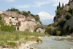Rio Ouveze no Vaison-la-Romaine, France Fotografia de Stock Royalty Free