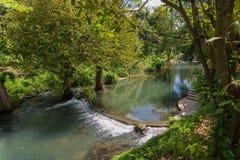 Rio pequeno da represa Fotografia de Stock Royalty Free