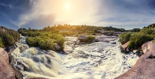 Rio pequeno tormentoso fotografia de stock royalty free