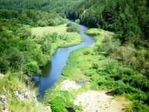 Rio perto das montanhas de Ural Foto de Stock Royalty Free