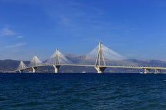 Rio - ponte de suspensão de Antirio, Patra, Grécia fotografia de stock