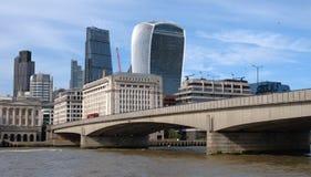 Rio ponte de Tamisa, Londres Foto de Stock Royalty Free