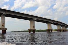 Rio preto em Amazonas, Brasil Um rio gigante parece um mar Usado aos peixes, navegue, jogue, alimente povos locais imagens de stock