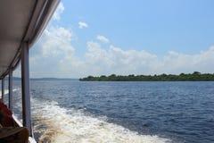 Rio preto em Amazonas, Brasil Um rio gigante parece um mar Usado aos peixes, navegue, jogue, alimente povos locais fotografia de stock