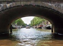 Rio que constrói o barco 10 da água da arquitetura paisagística de Europa imagem de stock
