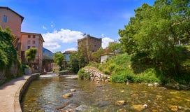 Rio Quiviesa Deva de Potes uma Espanha da vila de Cantábria fotografia de stock