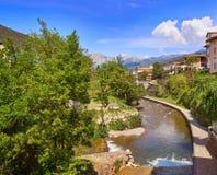 Rio Quiviesa Deva de Potes uma Espanha da vila de Cantábria imagens de stock royalty free