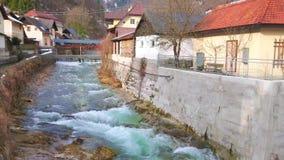 Rio rápido de Traun, Ebensee, Áustria filme