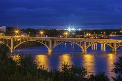 Rio sul de Saskatchewan em Saskatoon fotografia de stock royalty free