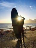 Rio Surfboard Sunset Surfer Arpoador Brasil imagem de stock