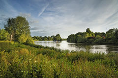 Rio Tamisa de Richmond Hill em Londres no dia de verão Fotografia de Stock Royalty Free