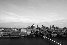 Rio Tamisa em Londres imagens de stock royalty free