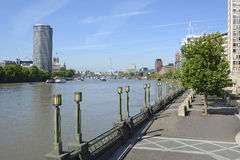 Rio Tamisa em Vauxhall, Londres, Inglaterra Imagens de Stock