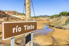 Rio Tinto informationstecken med floden själv, Andalusia, Spa Royaltyfri Fotografi