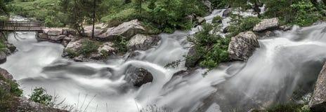 Rio Toce no vale de Formazza, Piedmont - Itália Imagens de Stock Royalty Free