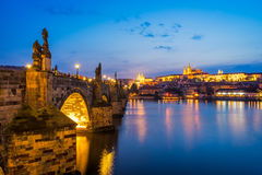 Rio Vltava, Charles Bridge Prague Czech Republic Foto de Stock