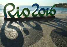 Rio 2016 znak przy Copacabana plażą w Rio De Janeiro Obraz Stock