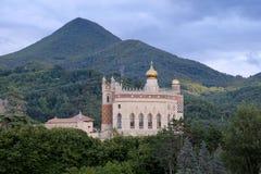 RIOLA, Italië, 28 Augustus 2016 - Mening van het kasteel van Rocchetta Mattei Stock Foto