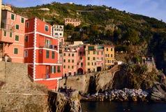 Riomaggiore в заходе солнца, Cinque Terre, Лигурия, Italie Стоковое Фото