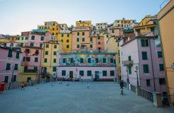 Riomaggiore bij zonsondergang, 5 Terre, de provincie van La Spezia, Ligurian kust, Italië royalty-vrije stock foto