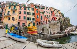 Riomaggiore, Cinque Terre, Italie - grand dos principal Photographie stock libre de droits