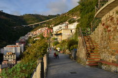 Riomaggiore dans le coucher du soleil, Cinque Terre, Ligurie, Italie Images stock