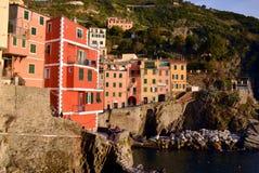 Riomaggiore i solnedgången, Cinque Terre, Liguria, Italie Arkivfoton