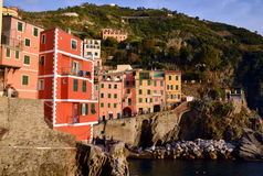 Riomaggiore i solnedgången, Cinque Terre, Liguria, Italie Arkivfoto