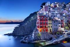 Riomaggiore na noite, Itália Foto de Stock Royalty Free