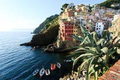 Riomaggiore op de kust van Cinque Terre Italië Stock Afbeeldingen